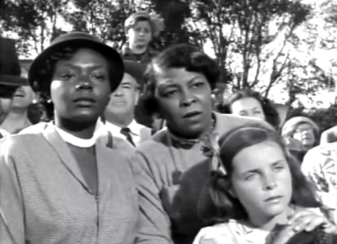 day-the-earth-stood-still-people-watch-as-klaatu-approaches-crowd